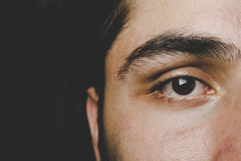 wzrok mężczyzny po laserowej operacji