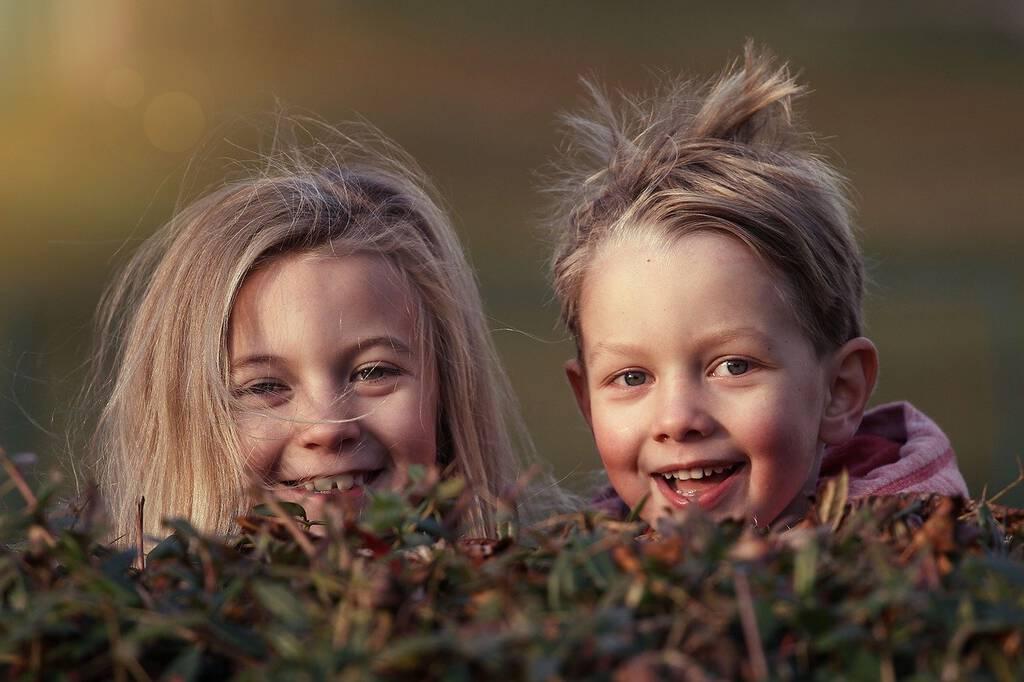 dzieci w trakcie korzystania z metody Dennisona
