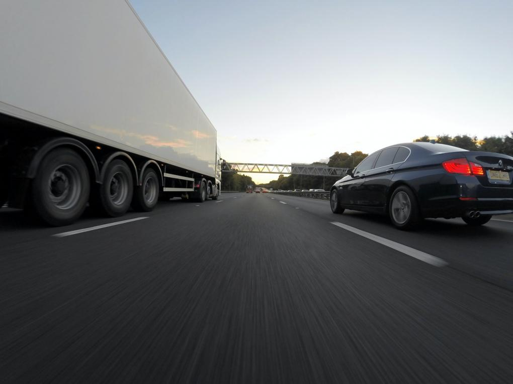 ciężarówka i osobówka